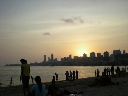 les jeunes indiens aisés profitant de la mer (assez repoussante…)