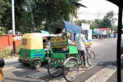 Les 2 types de rickshows ici, moteur ou velo. A Agra. Ces chauffeurs sont vraiment chiants et souvent peu digne de confiance.