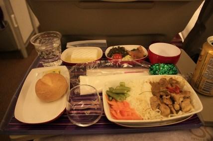 porc au curry, dès dans l'avion. 機内食からグリーンカレーです。