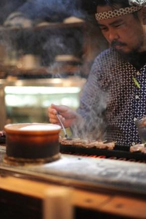 maître yakitori: spécialité, brochette de peau de poulet