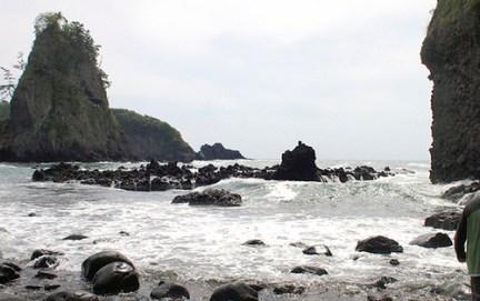巌門洞窟 Cave de Ganmon, face à la mer du Japon