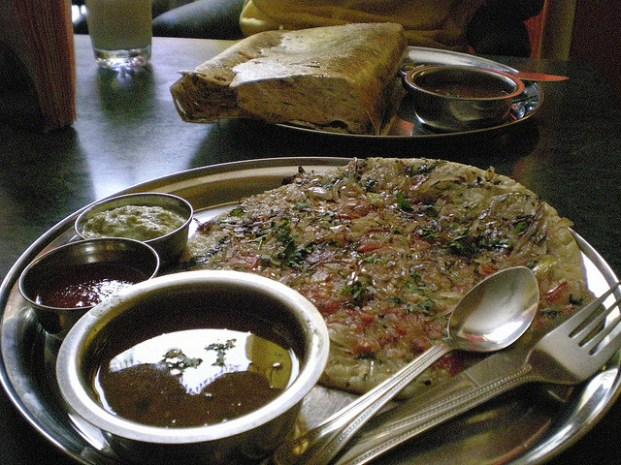 On peut commencer à manger les plats du sud: uttapam et massala dosa