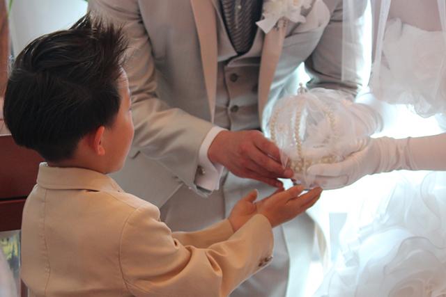 結婚式の男の子の服装マナーは?制服やタキシードを着てもいい?