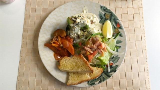 中央区都町のルアウはネイルサロン併設のおしゃれカフェ こだわりのプレートランチで気分はハワイアン