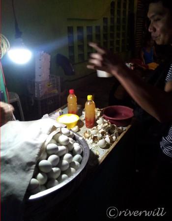 フィリピン屋台グルメ street food in Philippines balut