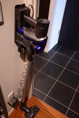 【小さく暮らす】ダイソンのスティックタイプ掃除機はちいさな家でこそ威力を発揮する