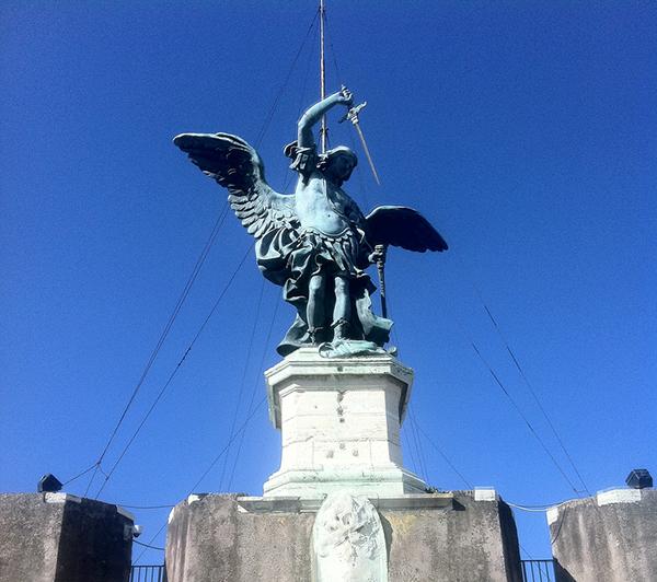 サンタンジェロ城のミカエル像
