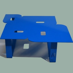 Table basse design seventies bleue