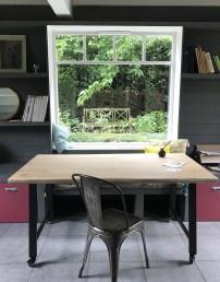 Bureau caractère Catherine, live edge, 160x90 cm, avec roulettes pour profiter facilement de la vue du jardin