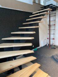Projet extra : Un escalier Excellence 4,5cm epaisseursur mesure vitrifié