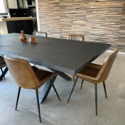 Table Excellence Pascal : en chêne massif 250x120cm / Chants en biseau extérieur à angle de 15° / Vitrification brute / Teinte Noire / Pieds en X 8x8cm s/mesure bruts / Système de Rallonge