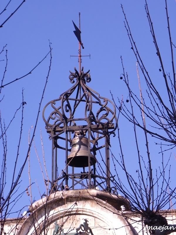Campanile et clochetons  En Provence