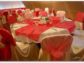 red-table-decor-with-floral-centerpieces