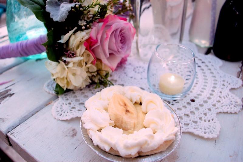 miniature banana cream pie and vintage wedding decor