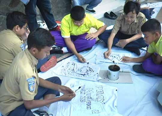 Prihatin Tragedi di New Zealand, Pelajar SMP Indonesia dan Thailand Membatik