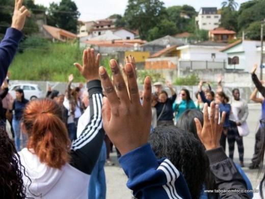 Parte dos servidores da educação estão em greve desde o início de maio.