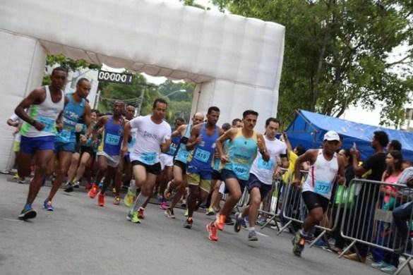 Largada da corrida que reuniu centenas de atletas na região do Jardim São Judas. (Foto: Divulgação)