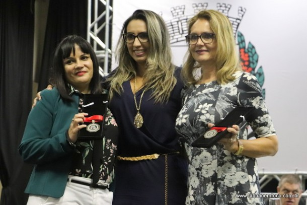Priscila Sampaio e as homenageadas Ionice Alves Lourenco e Daniella Michel