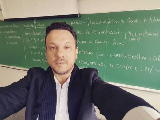 Advogado e professor universitário Robson Neves assume a Secretaria de Planejamento de Taboão da Serra. (Foto: Reprodução / Facebook)