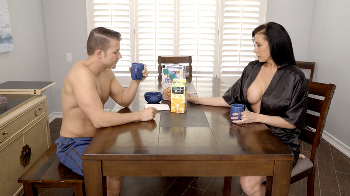 Reagan Foxx – My Hot Mom
