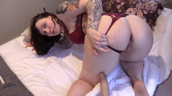 Bettie Bondage – Valentines Day Mix-Up with Mom