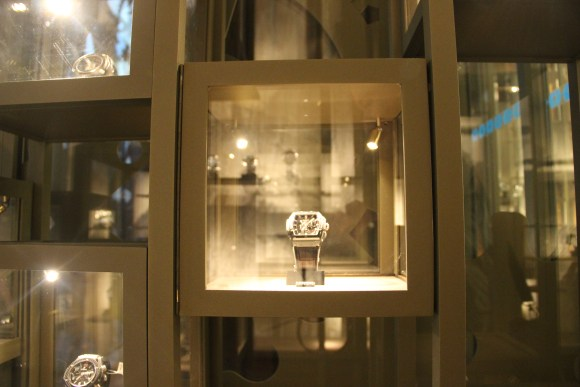 atelierTachas montres collector olivierLempereur agencement agenceur fabrication interiorDesign menuiserie menuisier surMesure boutique luxe vitrine claustras