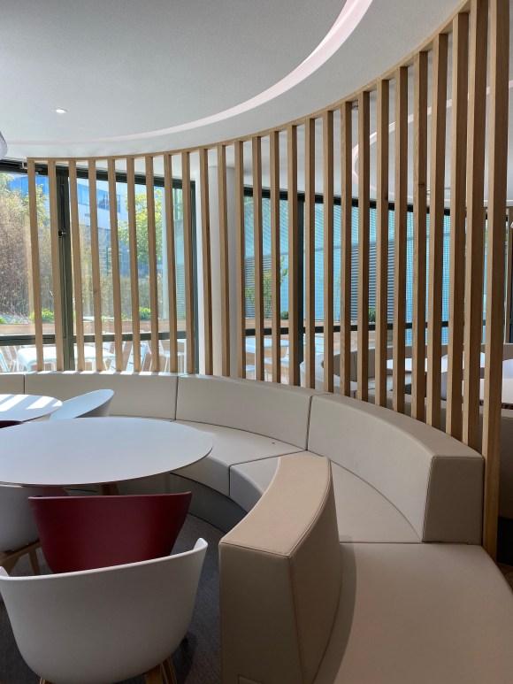 atelierTachas the lighthouse agencement menuiserie bois sur mesure banquette circulaire