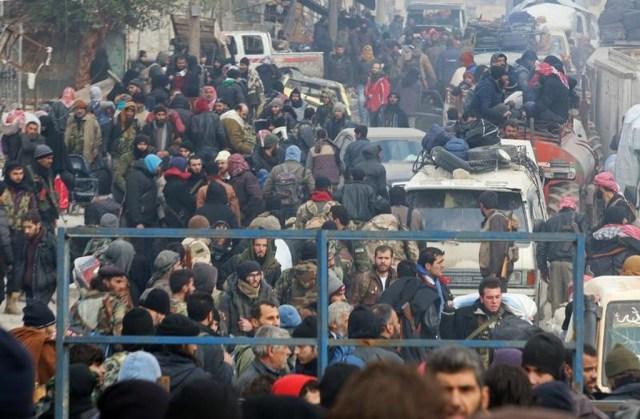 """Nga hậu thuẫn chính quyền Tổng thống Syria Bashar al-Assad trong khi Thổ Nhĩ Kỳ """"chống lưng"""" cho các nhóm nổi dậy người gốc Thổ. Cả hai nước đang làm trung gian cho thỏa thuận ngừng bắn hiện tại ở Aleppo. Những diễn biến tiếp theo trong mối quan hệ Nga - Thổ sẽ ảnh hưởng đến thỏa thuận này. Ngoài ra, nếu người đứng sau vụ tấn công ở Berlin là một người nhập cư, làn sóng chống người nhập cư, người tị nạn sẽ càng dâng cao ở Đức và buộc chính phủ thay đổi cách tiếp cận với những người tị nạn từ Syria. Ảnh: Reuters."""