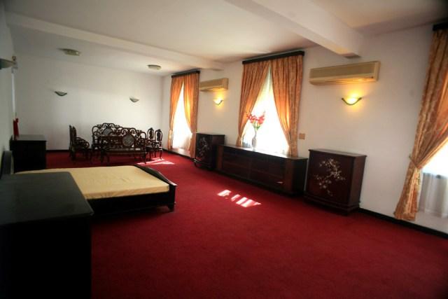 Một phòng ngủ khác tại nơi ở của Tổng thống và gia đình. Các căn phòng đều được trang bị hệ thống điều hòa không khí hiện đại nhất thời đó.
