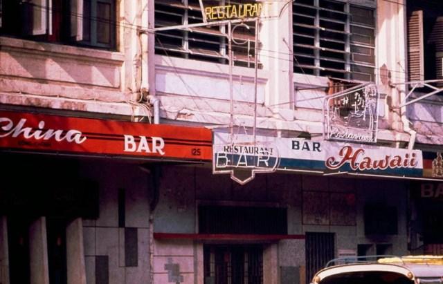Dãy nhà hàng, quán bar trên đường Đồng Khánh.