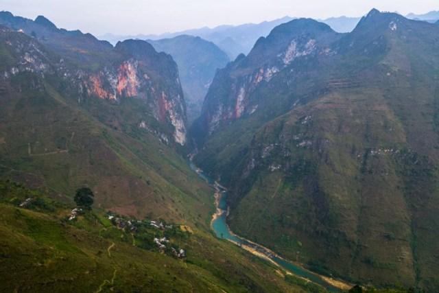 Vẻ đẹp của đèo Mã Pí Lèng - cung đường đèo hiểm trở bậc nhất Việt Nam.