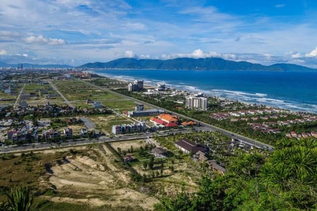 Ngắm cảnh từ trên cao xuống cũng rất đáng kinh ngạc, như ở đỉnh Ngũ Hành Sơn, Đà Nẵng.