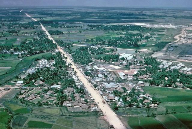 Thị trấn Đức Phổ năm 1967 nhìn từ máy bay.
