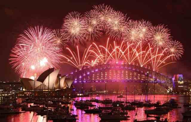 161231-world-nye-fireworks-sydney-0859_0154b18799196447a95a0d79bfeda285-nbcnews-ux-2880-1000