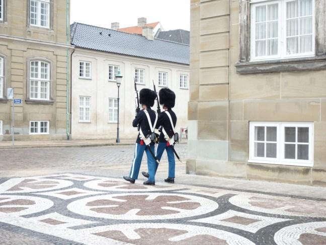 tache de rousseur blog voyage copenhague amalienborg gardes