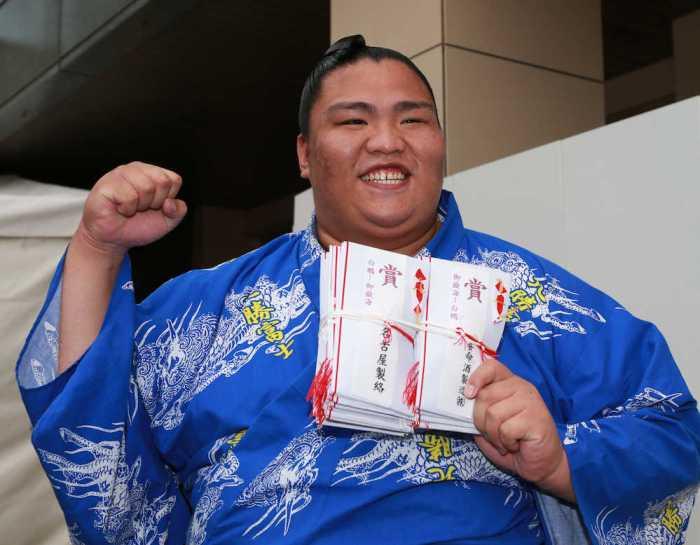 Mitakeumi Kensho Stack