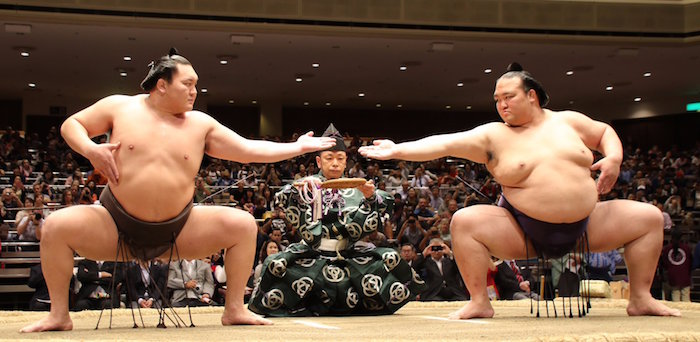 Kisenosato and Hakuho doing san-dan-gamae