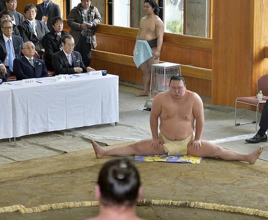 hakuho-stretching
