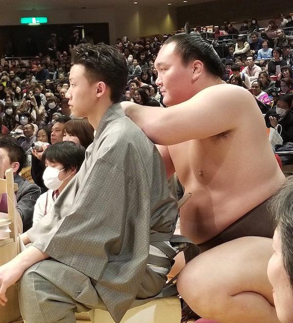 hakuho-and-yobidashi.jpg