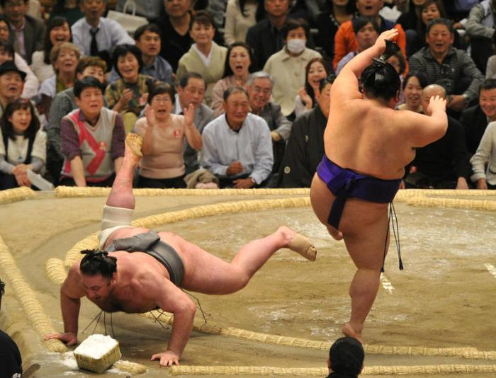 Tochinoshin Flying Lesson