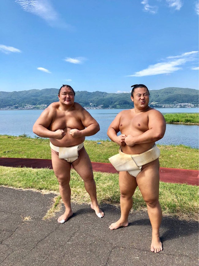 hokutofuji-makes-tobizaru-look-flabby