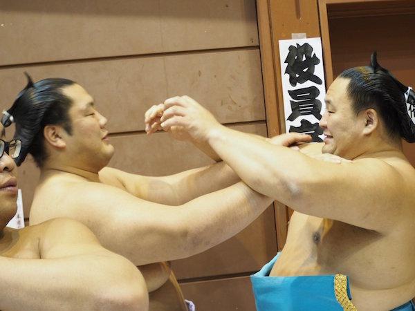 tamawashi-annoys-kagayaki