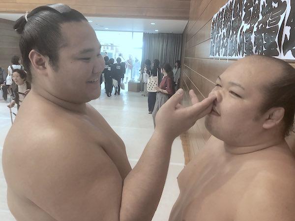 gokushindo-picks-arikawas-nose