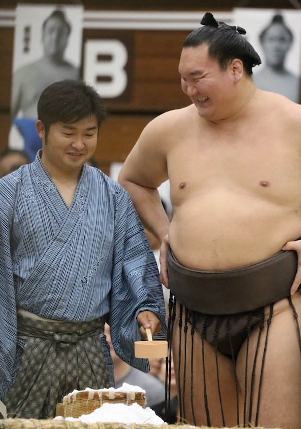 hakuho-got-over-his-booboo