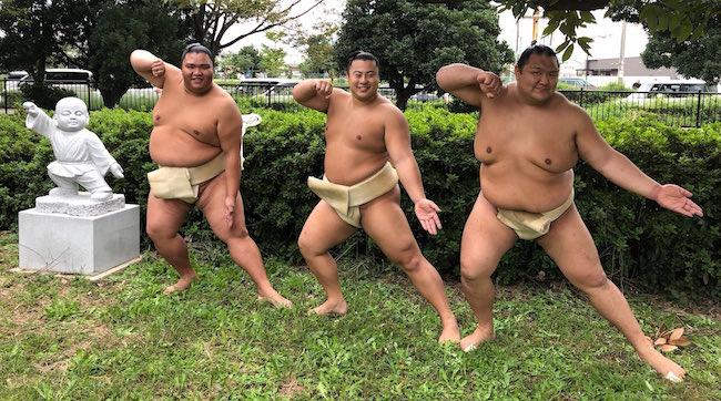 mitakeumi-tobizaru-hokutofuji-statue-1