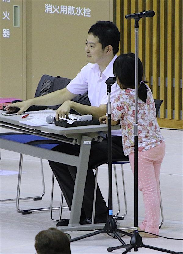 shikimori-kinosuke-attracts-the-little-ladies