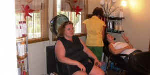 Erin gettign her hair washed