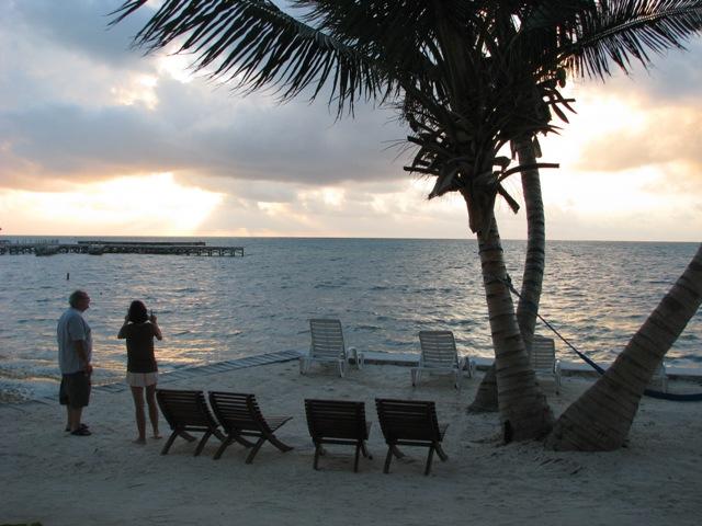 beach resorts belize