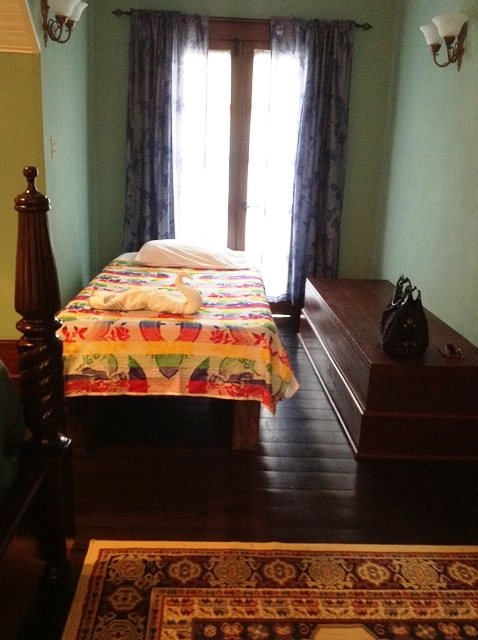 #traveltuesday our Belize City Shopping trip and a tacogirl reader review of Mahogany Hall