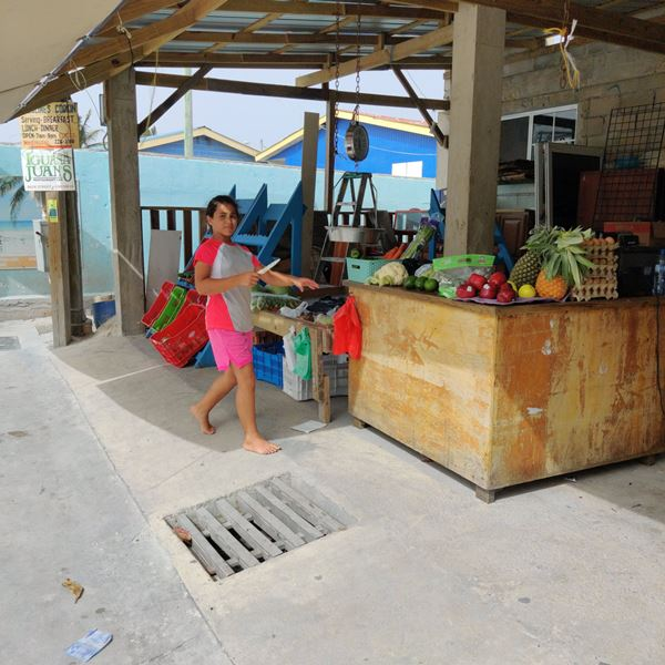 Grocery shopping in Belize